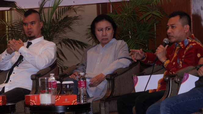 Anang Hermansyah (kanan) dalam sebuah diskusi politik