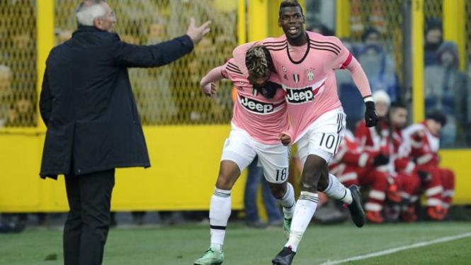 Gelandang Juventus Paul Pogba merayakan gol.