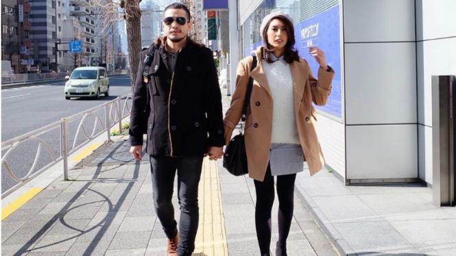 Tyas Mirasih dan kekasih di Jepang