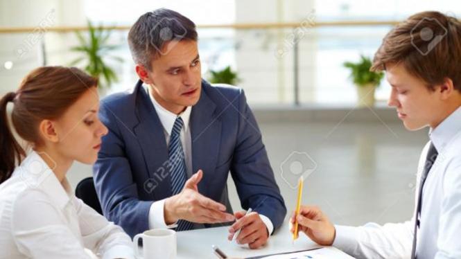 Ilustrasi pimpinan dan karyawan.