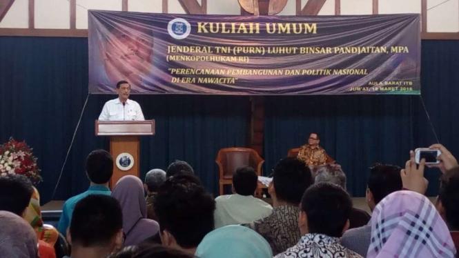 Luhut Pandjaitan memberi kuliah umum di ITB, Bandung (18/3/2016)