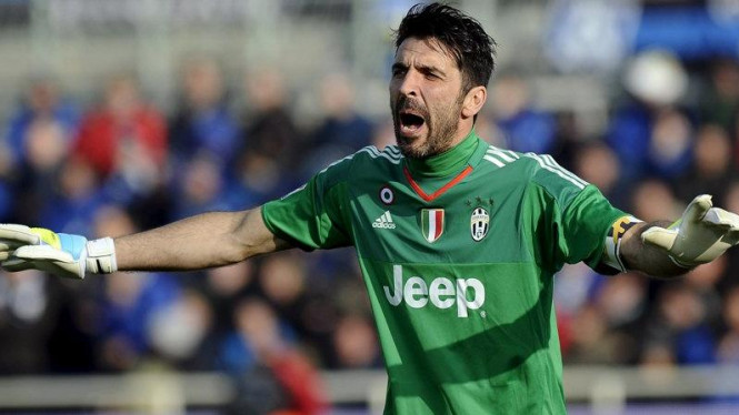 Penjaga gawang Italia, Gianluigi Buffon.