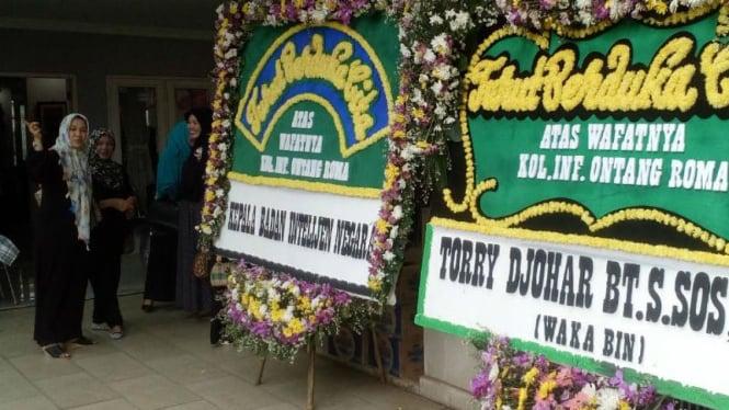 Suasana rumah duka Kolonel Inf. Ontang Roma Sitindaon korban kecelakaan helikopter di Poso, Sulawesi Tengah.