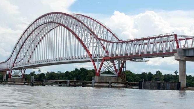 Jembatan Kapuas Tayan