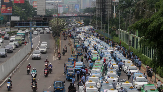 Aksi demonstrasi sopir taksi di Jakarta
