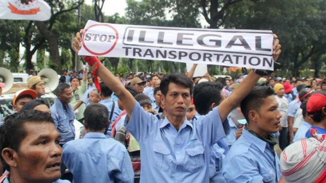 Ilustrasi aksi protes terhadap keberadaan layanan transportasi online.
