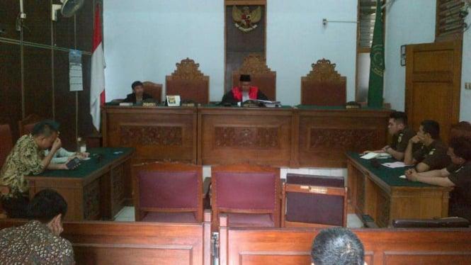 Hakim Sutiyono pimpin sidang praperadilan SKPP kasus Novel Baswedan, Abraham Samad dan Bambang Widjojanto di PN Jaksel.