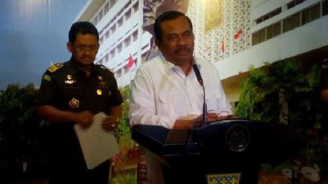 Jaksa Agung, HM Prasetyo (kemeja putih)