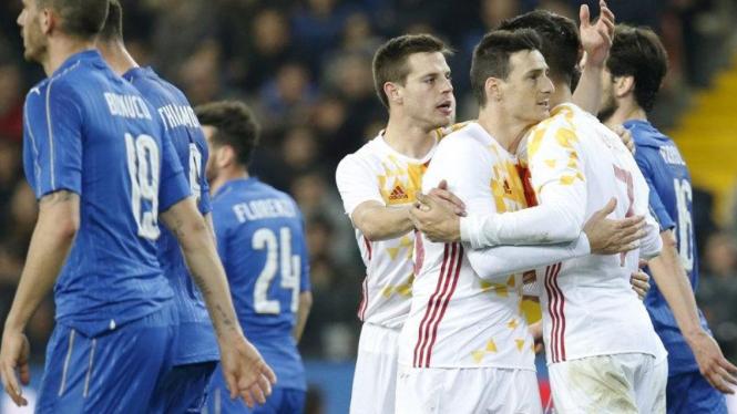 Pemain Spanyol (putih) akan menghadapi Rumania
