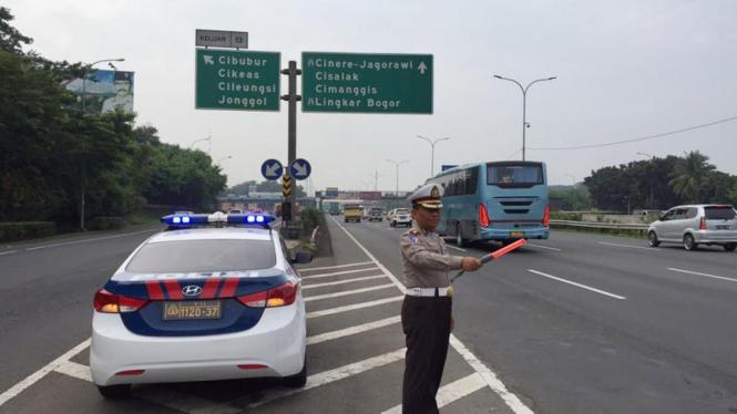 Rambu lalu lintas petunjuk berkendara