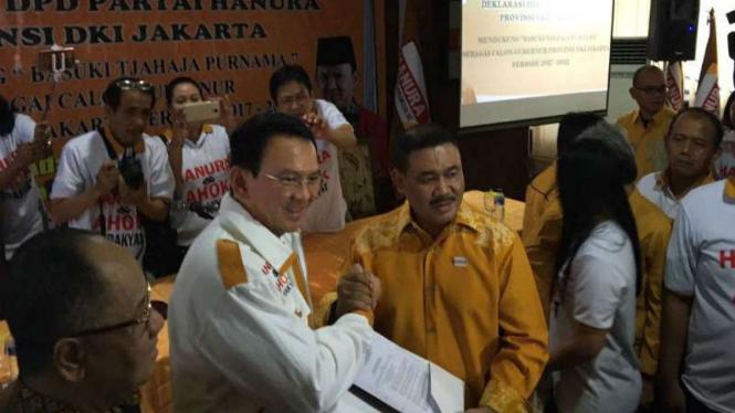Ketua Fraksi Hanura Ongen Sangaji mendeklarasikan dukungan Partai Hanura kepada Ahok di Pilkada Jakarta 2017