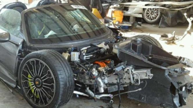 Porsche 918 Spyder mengalami kerusakan parah