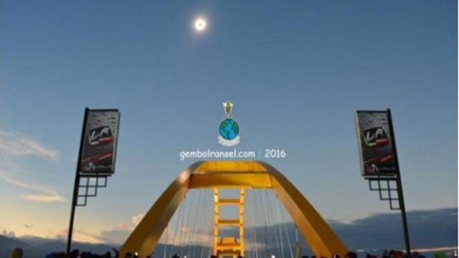 Gerhana matahari total di Teluk Palu.
