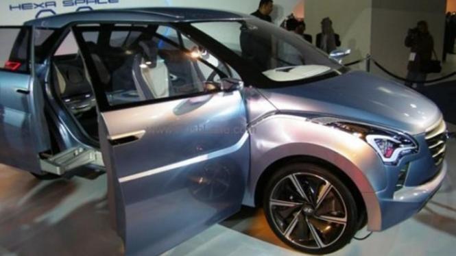 Hyundai MPV.
