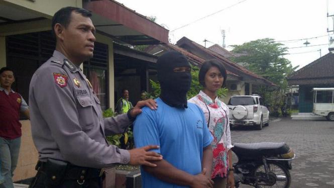 Riko Andriawan (26) ditangkap karena mencuri burung polisi