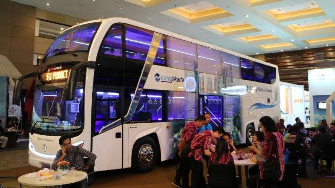 Bus tingkat Transjakarta.