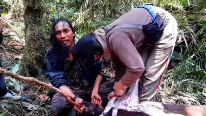 Santoso alias Abu Wardah saat masih hidup bersama anggotanya di pedalaman hutan Sulawesi.