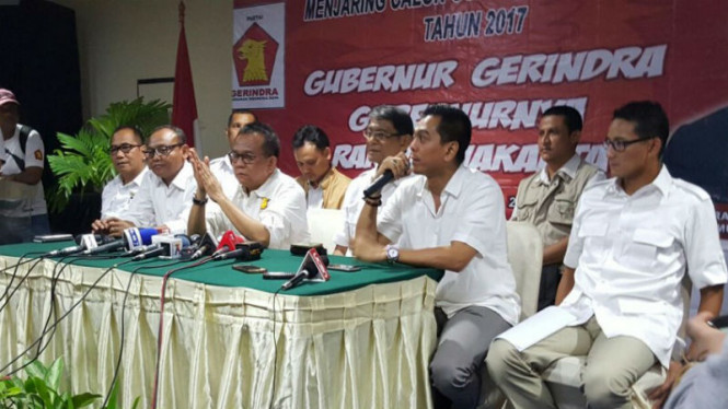 Mohamad Sanusi (kedua dari kanan) saat mengikuti proses penjaringan calon gubernur DKI Jakarta dari Partai Gerindra.