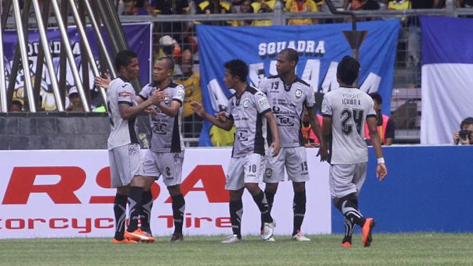 Pemain Sriwijaya FC rayakan gol ke gawang Bali United