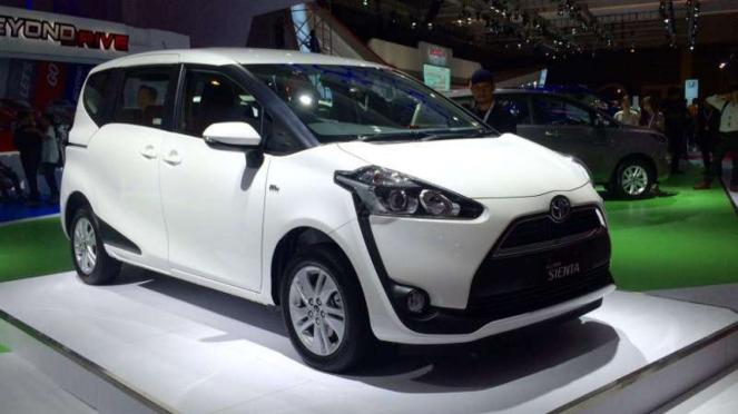 Toyota Sienta di IIMS 2016.