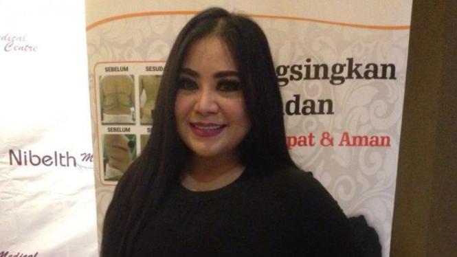 Penyanyi dangdut, Anissa Bahar.