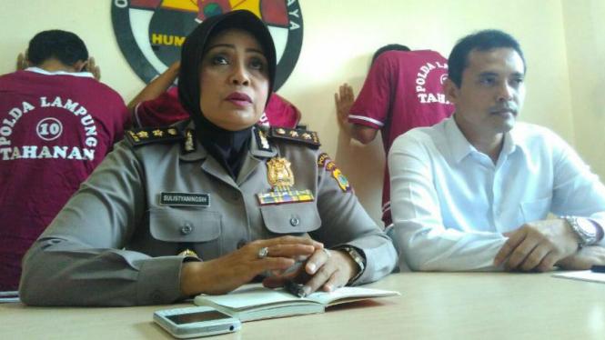 Kepala Bidang Hubungan Masyarakat Polda Lampung, Ajun Komisaris Besar Polisi Sulistyaningsih (kiri).