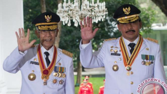 Gubernur Kepri Gubernur Nurdin Basirun (kanan)