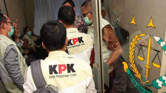 Ilustrasi/Tim Penyidik KPK saat menggeledah kantor Kejaksaan.