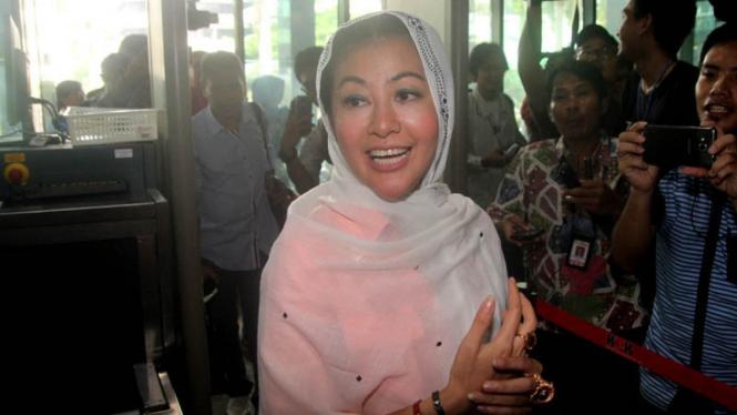 Hasnaeni Moein alias Wanita Emas.