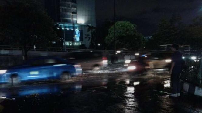 Beberapa ruas jalan di Jakarta tergenang usai hujan deras