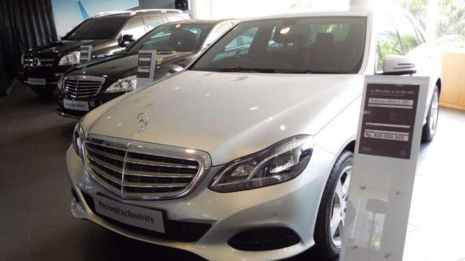 Diler resmi mobil Mercedes-Benz bekas di Kuningan, Jakarta.