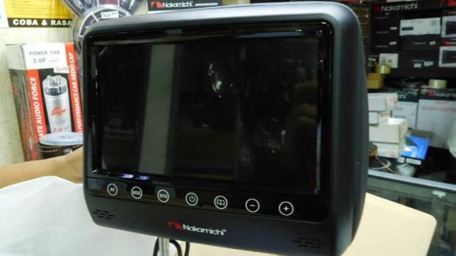 Monitor headrest yang bisa dipasang di jok dan atap kabin.