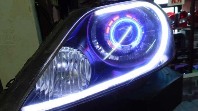 Lampu Mobil Kombinasi LED Dan HID
