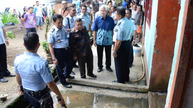 Wakil Ketua Komisi III DPR Trimediya Panjaitan meninjau Lapas Kelas II A Manado
