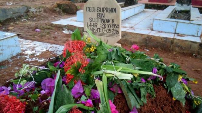 Pemakaman Musisi Deddy Dores di TPU Poponclot, Desa Cijeler, Kecamatan Situraja