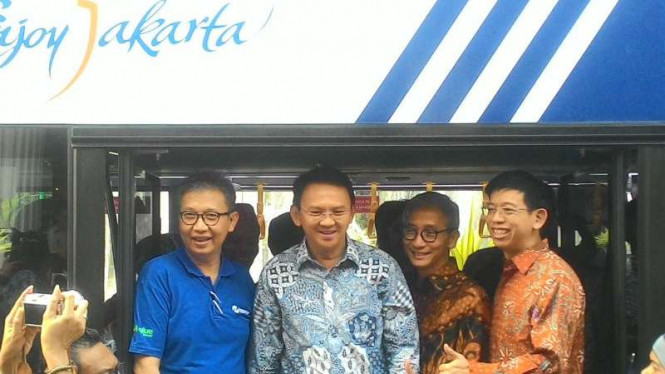 Gubernur DKI Jakarta Basuki Tjahaja Purnama meresmikan bus tingkat wisata malam