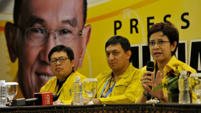 Nurul Arifin (kanan), Ketua Bidang Media dan Penggalangan Opini Partai Golkar.