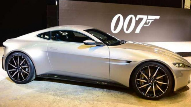 Aston Martin DB 10.