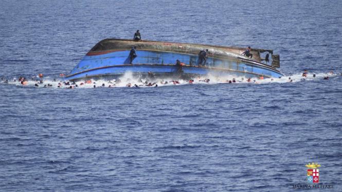 Ilustrasi kapal terbalik.