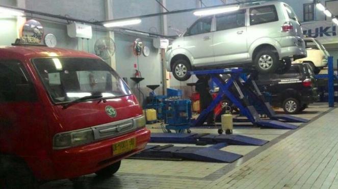 Bengkel servis Suzuki.