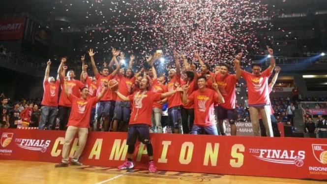 CLS Knight Surabaya juara IBL 2016