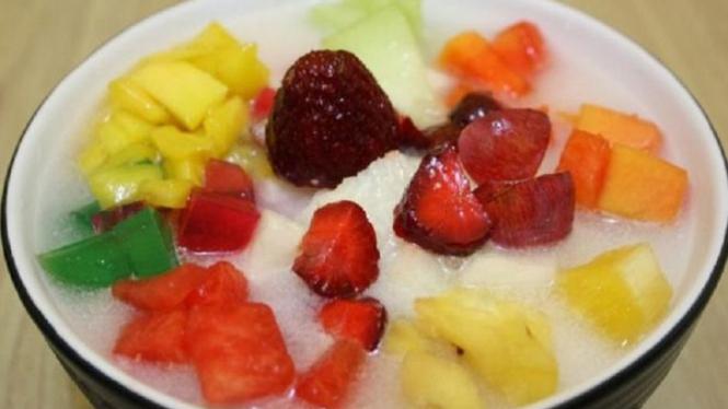 Sop buah.