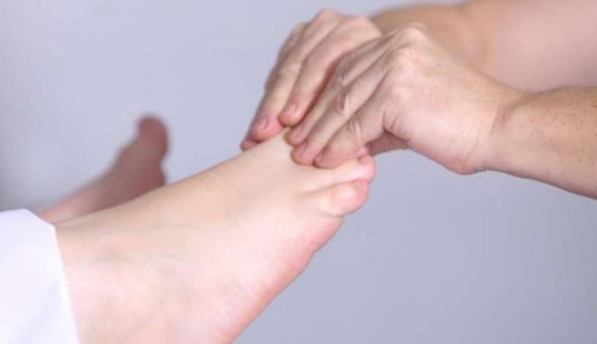 Ilustrasi pijat kaki