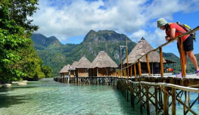 Pantai Ora, Maluku.