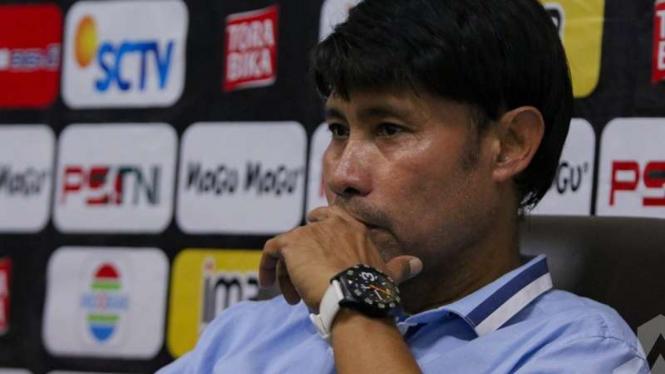 Pelatih Gresik United, Eduard Tjong.