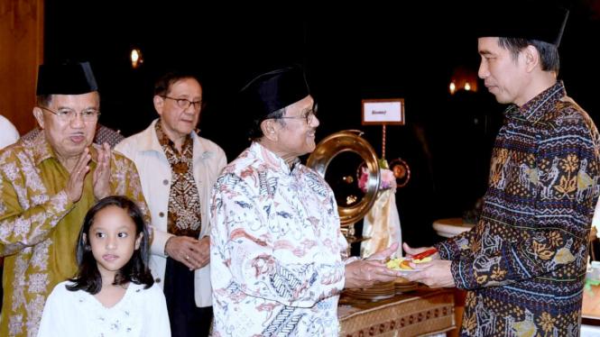BJ Habibie merayakan ultah bersama Presiden Jokowi, Sabtu, 25 Juni 2016.