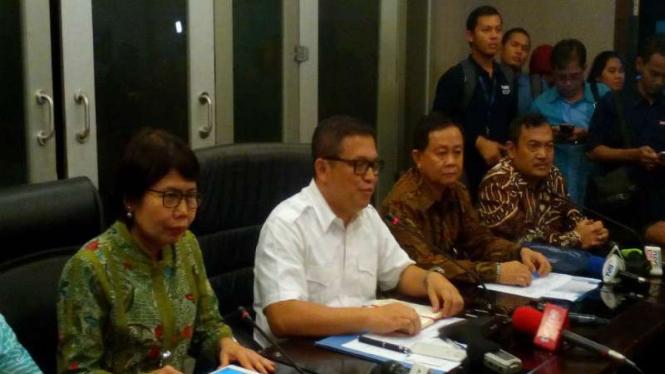 Direktur Tindak Pidana Ekonomi Khusus Bareskrim Polri, Brigjen Agung Setya (baju putih).