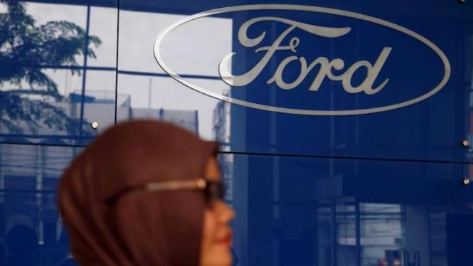 Logo pabrikan mobil Ford.