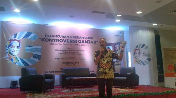 Gubernur Jawa Tengah, Ganjar Pranowo, saat peluncuran buku Kontroversi Ganjar di Semarang pada Rabu, 29 Juni 2016.