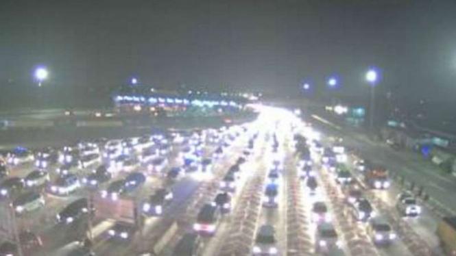 Arus lalu lintas Tol Jakarta-Cikampek.